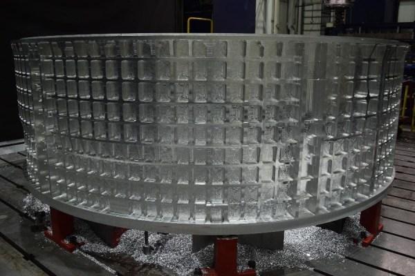 Válcový díl Orionu pro Artemis III vyráběný v Ingersoll Machine Tools Inc. v Illinois, květen/červen 2020