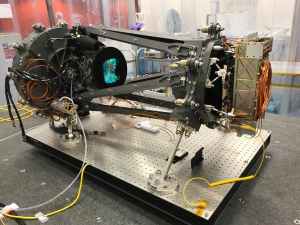 Plně sestavený letový exemplář přístroje NISP pro misi Euclid vyfocený v Laboratoire d'Astrophysique de Marseille před zabalením do vícevrstvé izolace.