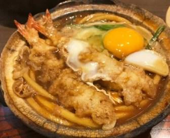 山本屋本店の天ぷら入り味噌煮込みうどん
