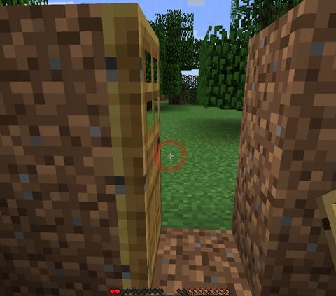 マインクラフト木のドアを作って、入り口に設置してもOK。右クリックで開閉できます。