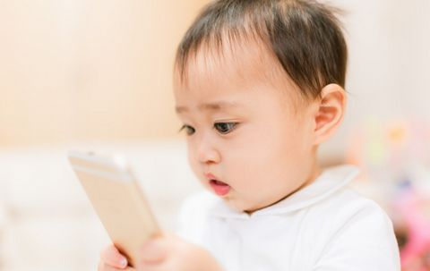 テレビが赤ちゃんに与える悪影響【光過敏性発作】