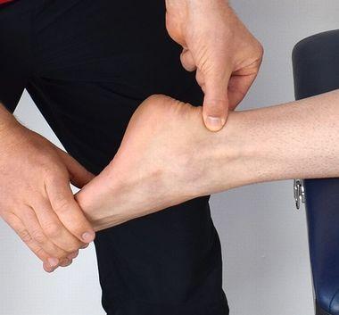 子供の【足首】が痛い時の原因と病気は何がある・対処法は?