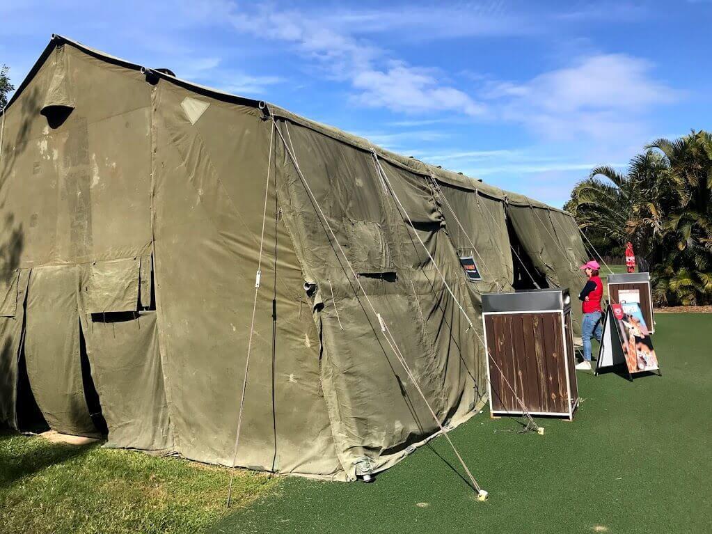 オーストラリア動物園『Africa』セクション内にあるテントの形をしたお土産屋さんの写真。