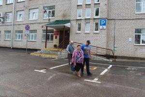 Семья Лавничих покидает здание суда