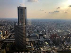 パークハイアット東京ニューヨークバー入り口付近から外の眺め