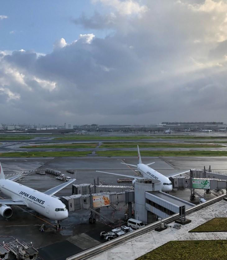 羽田空港国内線第1ターミナルJAL航空機