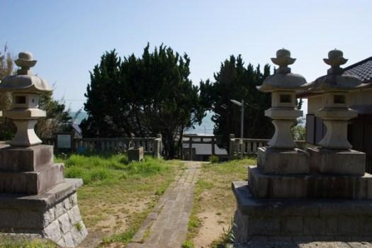 大杉神社から海を見る