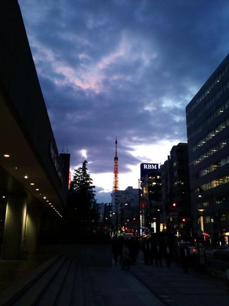 東京タワーを浜松町から