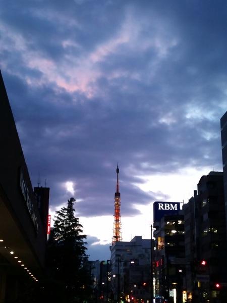 東京タワーを浜松町からトリミング画像