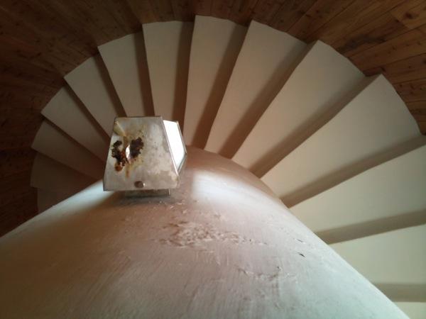 灯台内の螺旋階段
