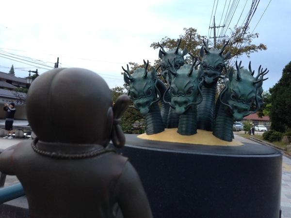 八岐大蛇の像