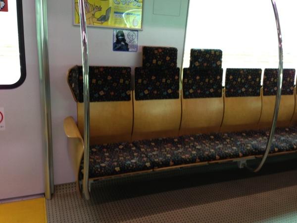 817系の座席