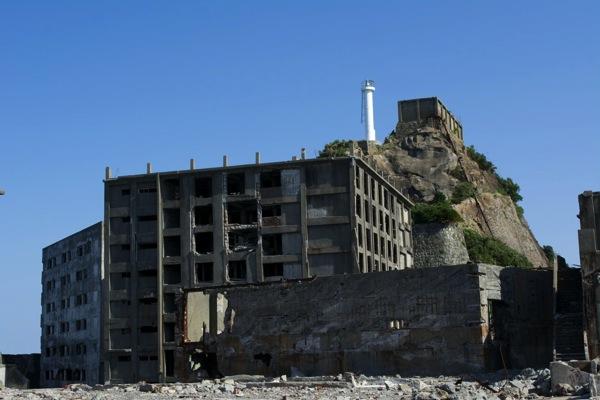 30号棟と31号棟と肥前端島灯台