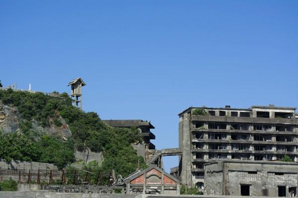 端島神社と65号棟