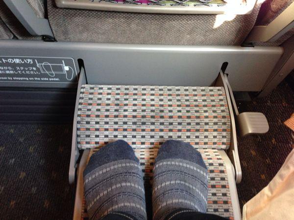新幹線グリーン車内フットレスト
