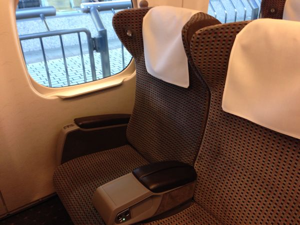 新幹線グリーン車座席