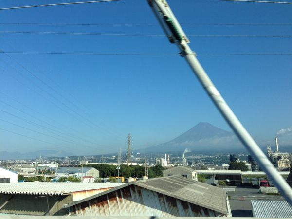 新幹線から富士山と電柱