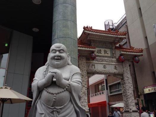 神戸の中華街の入り口の像