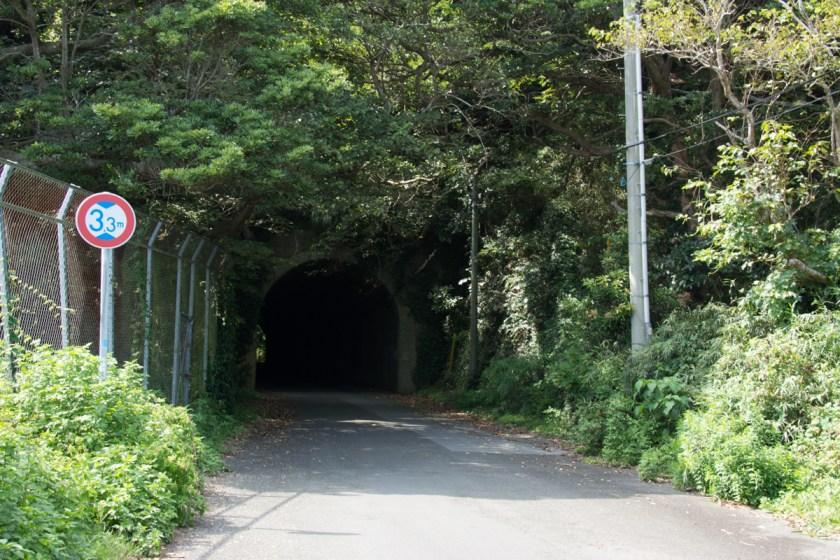 安房小湊方面に続くトンネル