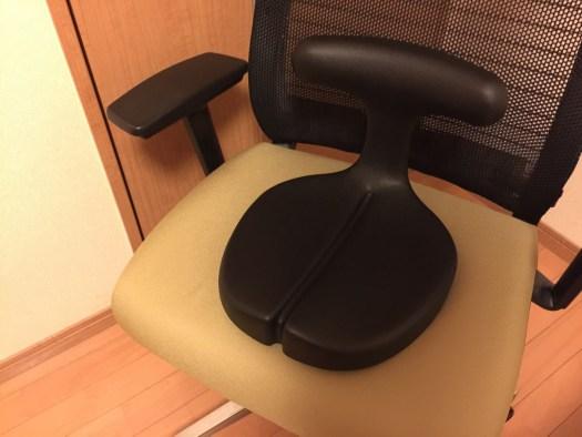 椅子にのせたアーユルメディカルシート