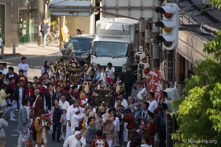 小田原駅前の祭り