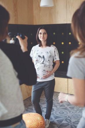 Koszulka fullprint dla mam w ciąży - Bociany