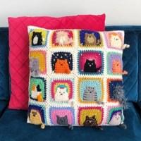 Подушка с котами крючком
