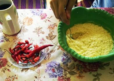Campuran, telur, butter, seharusnya keju. cuman karena keju indonesia berbeda. so kita pake tofu alias tahu!