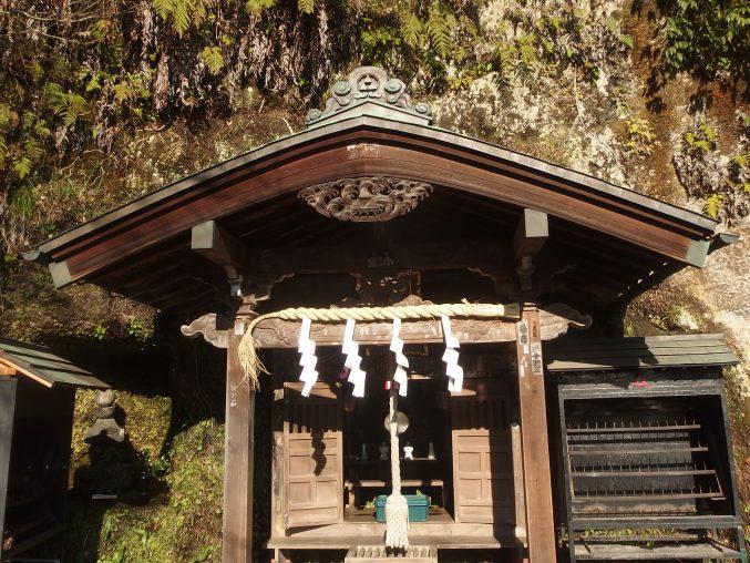銭洗弁財天・宇賀福神社 佐助 みんな行きたい、鎌倉の隠れ里の人気名所。アクセスデータ付き