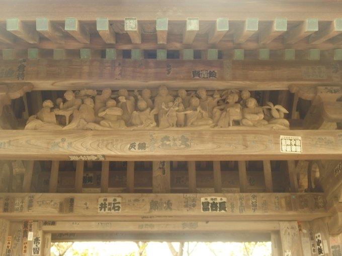 教恩寺 山門の十六羅漢