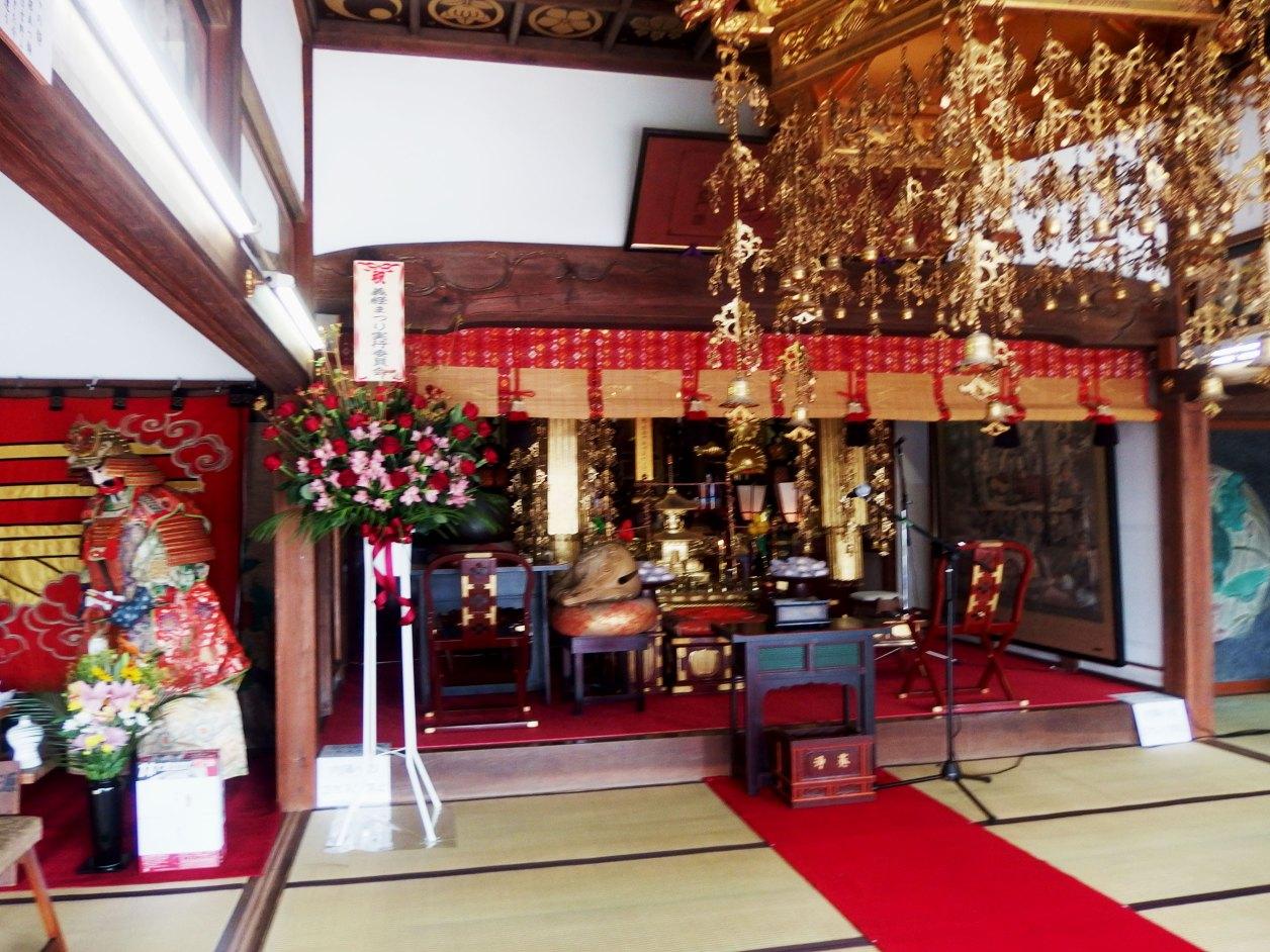 満福寺 法要準備中の本堂