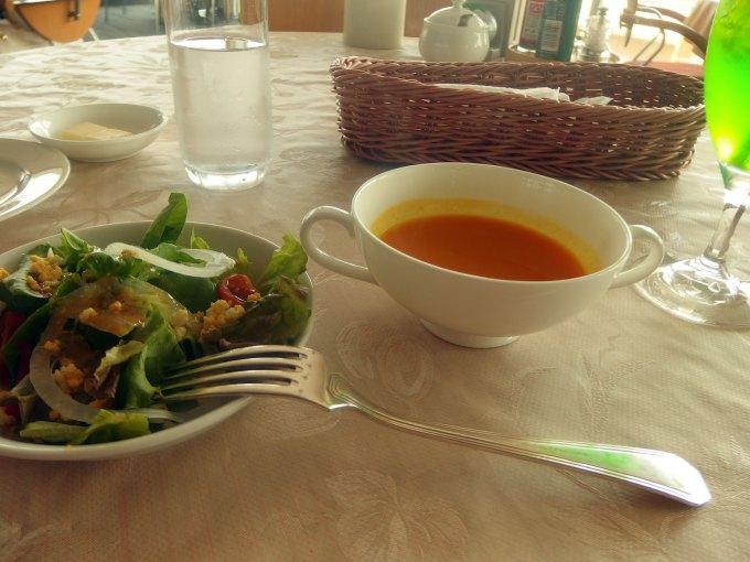 ドルフィン スープ サラダ