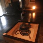三渓園の旧矢箆原家住宅は、囲炉裏に合掌造りで、いつでも建物内の見学できます。