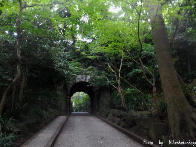 鎌倉文学館 トンネル