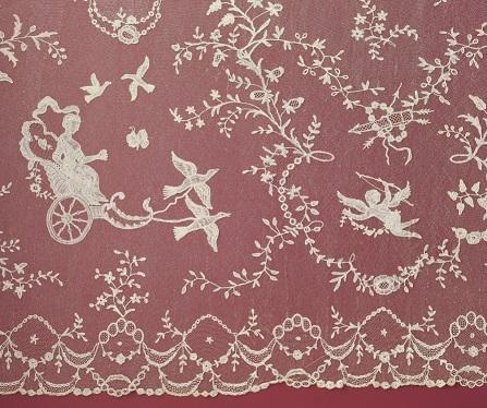 《ロイヤル・ウェディングのためのフラウンス(マリー゠アントワネットに由来)》ドロッシェルグラウンドのブリュッセル・レース、18世紀後半、フランドル地方