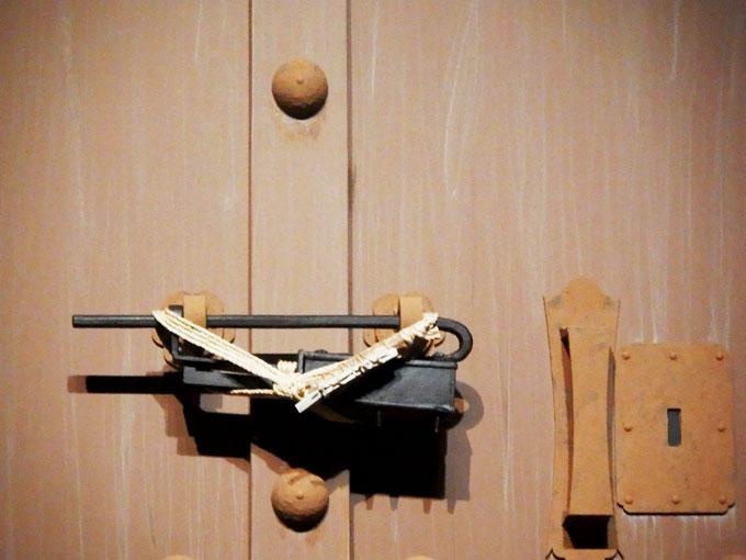 扉の海老錠 レプリカ