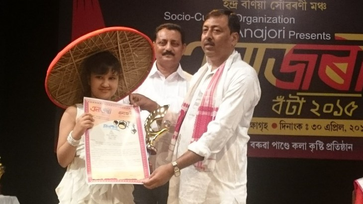 Harshita Utpal Receiving the Anajori Award 2015
