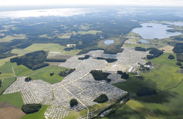 Suviseurat järjestettiin Liperissä heinäkuussa 2010. Kuvassa taustalla oikealla Riihilampi.