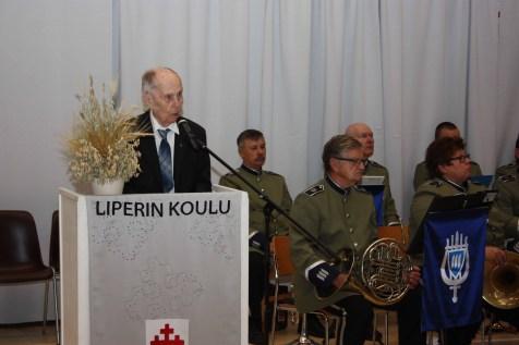 Professori Veijo Saloheimo esitti veteraanin tervehdyksen.