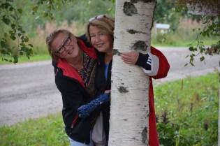 apaa-ajan asukkaat Sirpa Vänskä ja Marja Turman pitivät maakuntapäivän tapahtuma-annista.