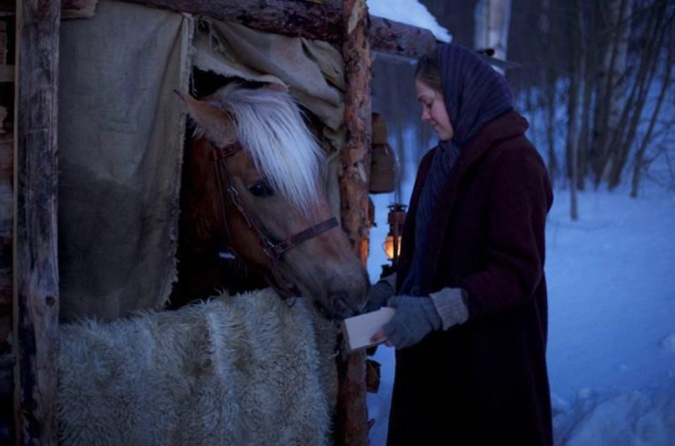 Oma maa -elokuvassa Annia näyttelee Oona Airola. Kuva: Solar Films