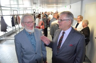 Esko Multanen ja Reino Asikainen ovat kumpikin Salokylän koulun entisiä oppilaita, vaikka koulun penkkejä eri vuosina kuluttivatkin.