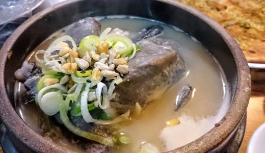 土俗村。ソウルの参鶏湯の有名店で真っ黒い烏骨鶏を食べる