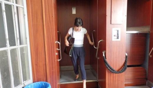 ブルノ郵便局のエレベーターは、扉なし・停止なしの危険な乗り物 プラハ・ブルノ・ウィーン旅-9