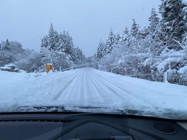 偏西風 冬道の風景