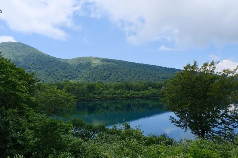 須川湖の夏の風景写真
