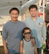 15年前に知り合った頃のジョンさんと息子のイヌリ(ヘンリー)くんと一緒に