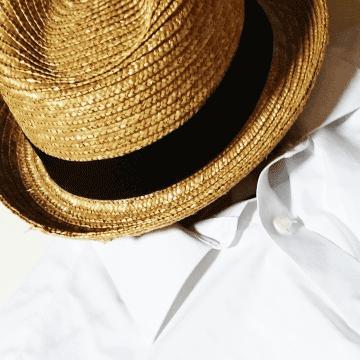 麦わら帽子とワイシャツ