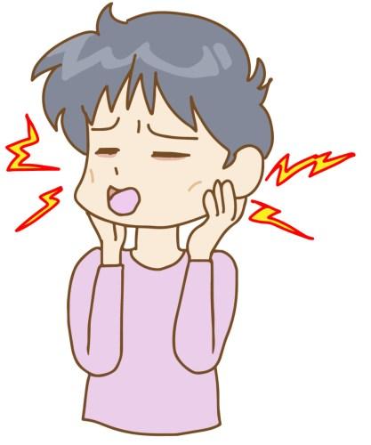 あごの痛みに苦しむ女性