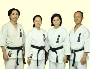 空手教室「香武館」の指導員の4人です。